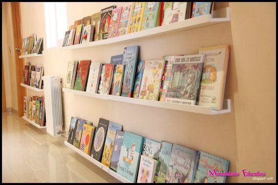 Biblioteca en el pasillo con las estanterías Ribba de Ikea