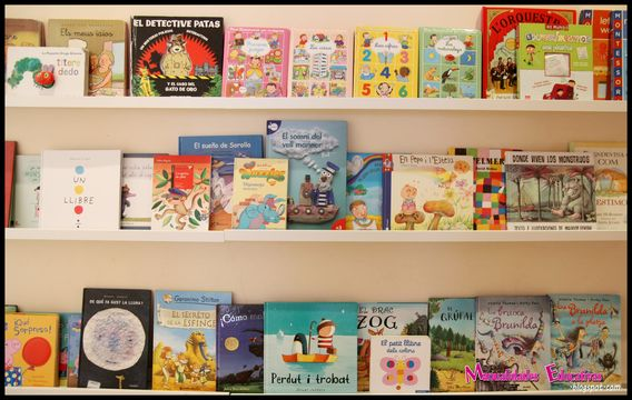 Biblioteca en el pasillo con las estanter as ribba de ikea - Estanteria biblioteca infantil ...