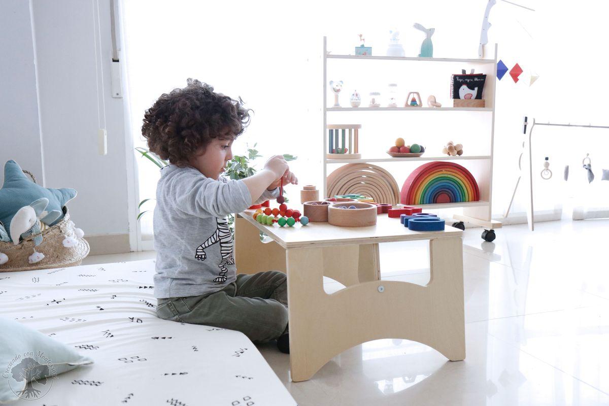 Ambiente montessori beb en casa 1 espejo con barra for Espejo y barra montessori