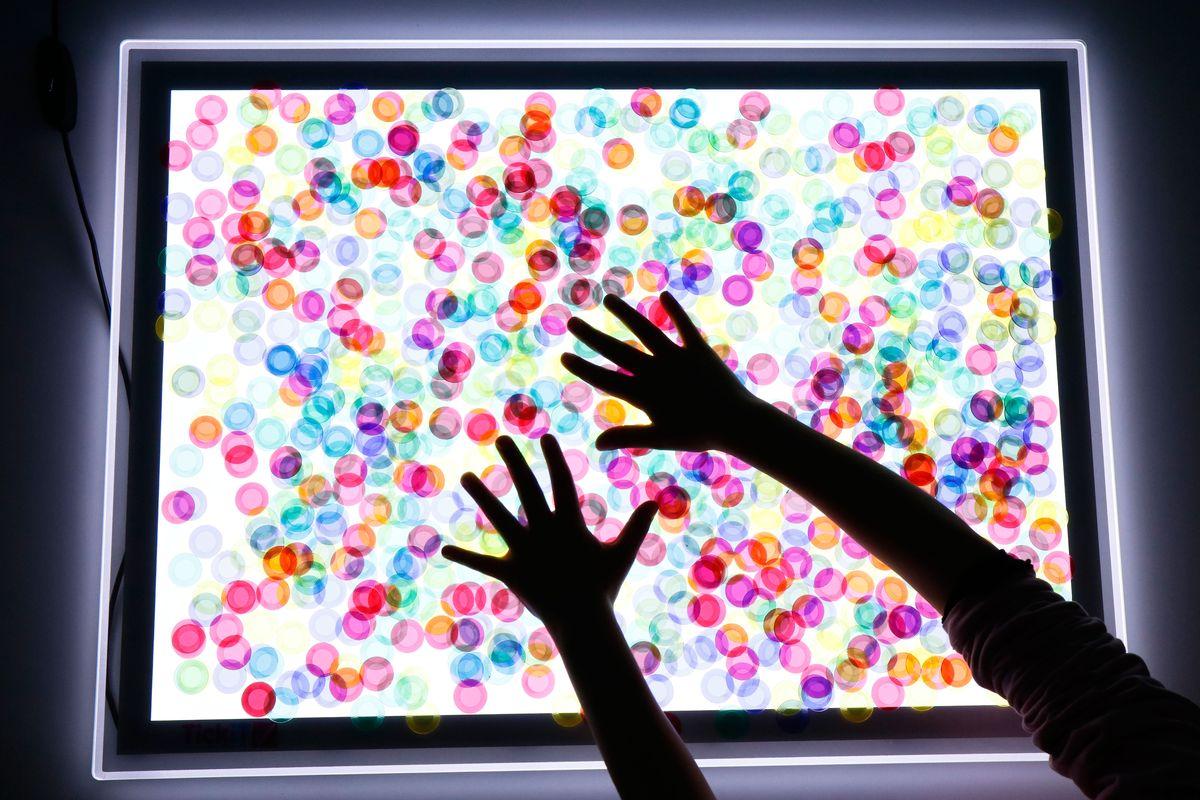23 Materiales Para La Mesa De Luz Con Imprimible Creciendo Con Montessori