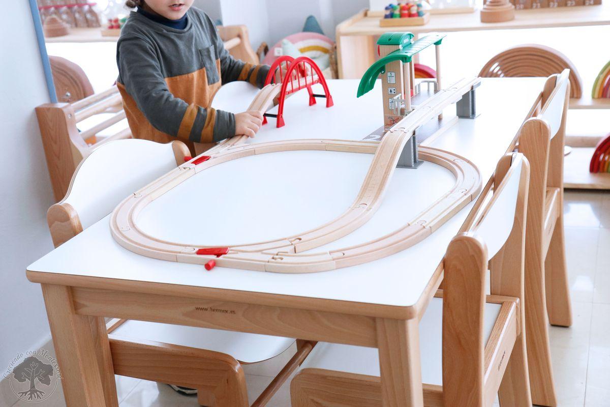 Ambiente Preparado Mobiliario Mesa Y Silla Infantil Creciendo